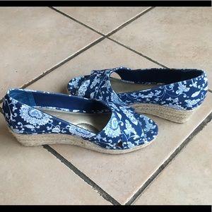 Ellen Tracy open toe wedge espadrille sandals